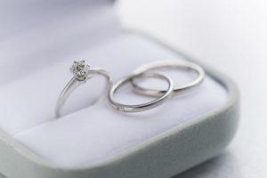 婚約指輪のダイヤモンドは大きさと質どちらが大事?
