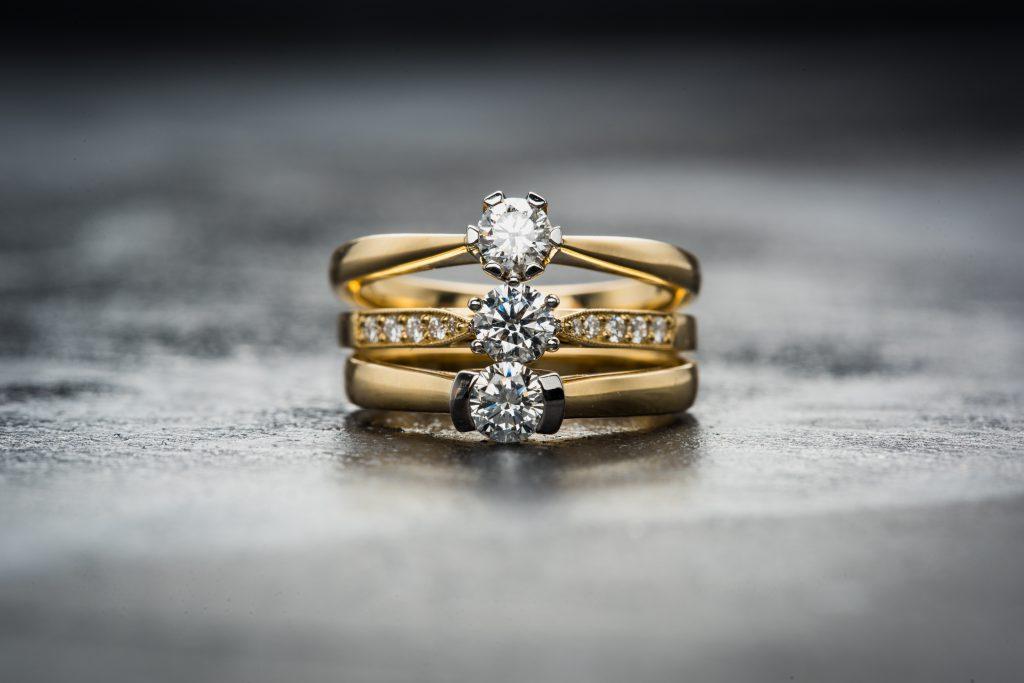 婚約指輪の地金の素材、何がいい?ゴールドorプラチナ