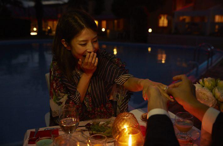 婚約指輪はいつ、どうやって渡す?彼女が喜ぶサプライズシチュエーション5選
