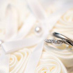 プラチナの婚約指輪が人気!ダイヤモンドを引き立てる定番素材の魅力