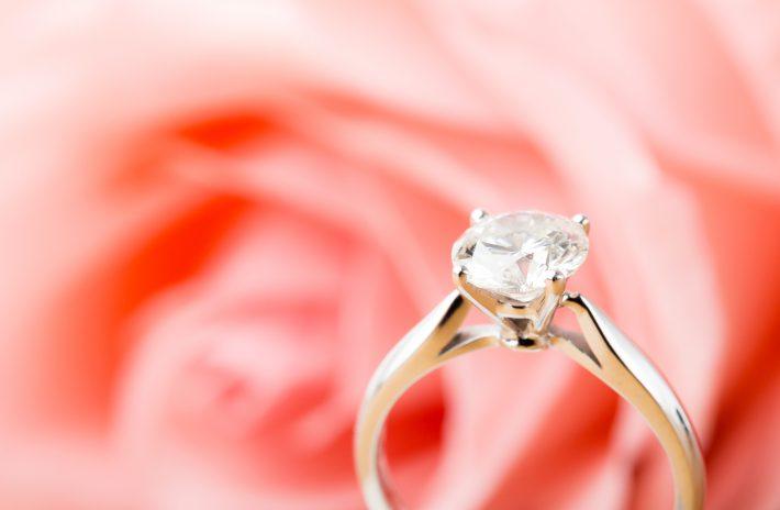 ホワイトゴールドの婚約指輪はコスパ◎の丈夫な優秀リング