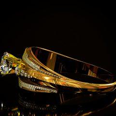 ゴールド(18金)の婚約指輪は海外では定番!ゴージャスな格上げリング