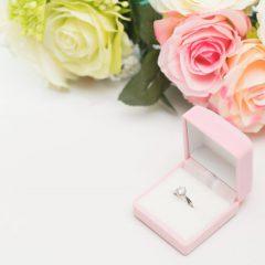 クラシカルな婚約指輪!王道デザインで愛され花嫁に