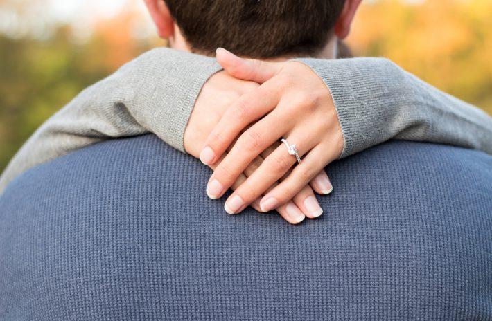 知っているようで知らない! 婚約指輪を左手薬指にする理由って?