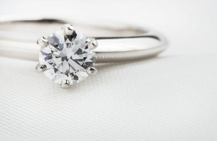 「一番硬い物質」にも傷がある?ダイヤモンドのクラリティについて
