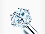 婚約指輪の定番といえば「ティファニー セッティング」!