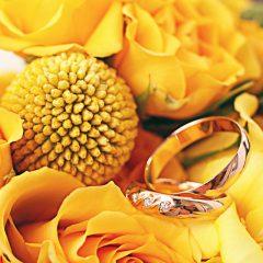 イエローゴールドの婚約指輪で肌色を美しく!華やかなルックスに最適