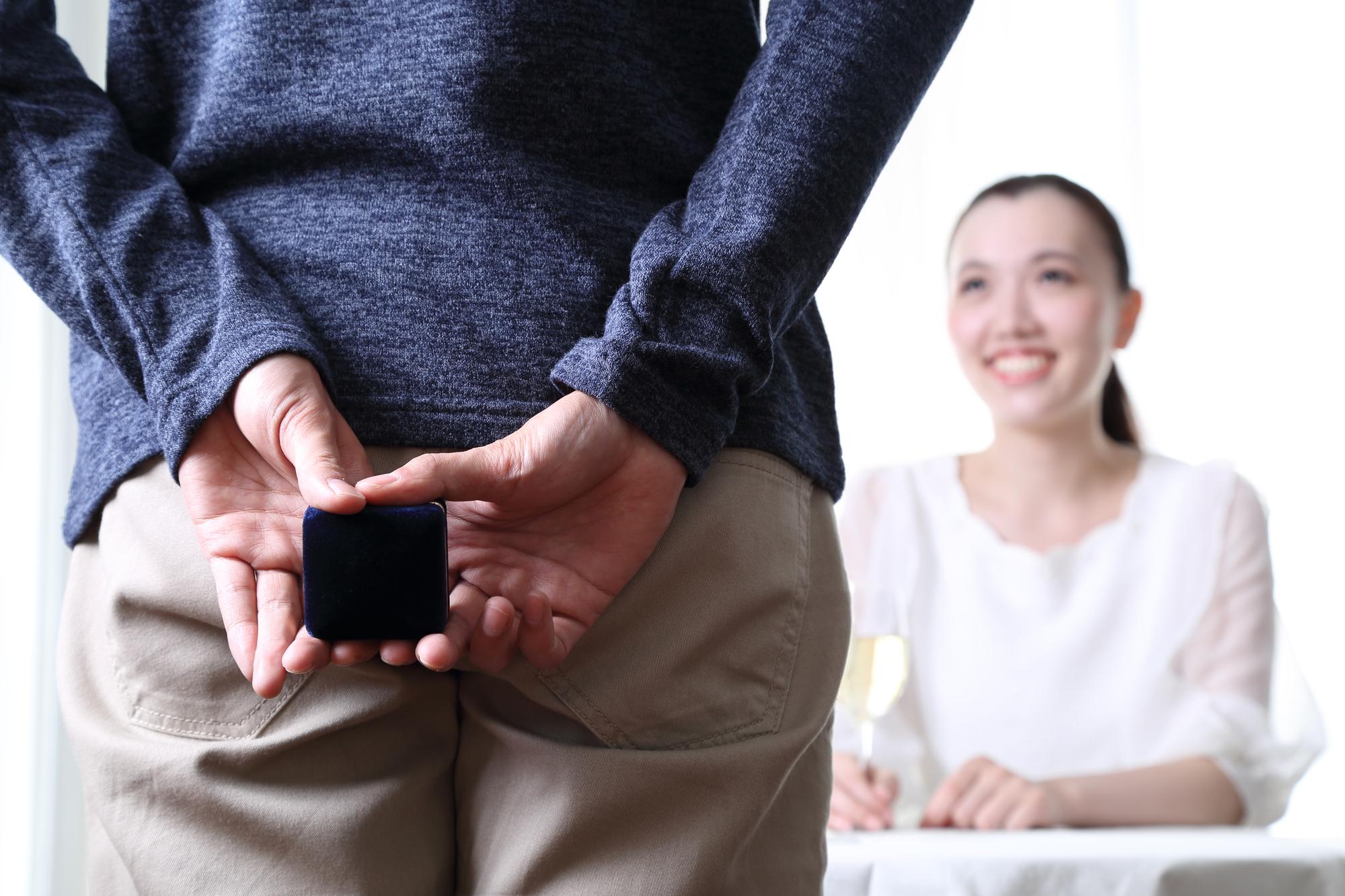 簡単!彼女に内緒で婚約指輪のサイズを測る方法